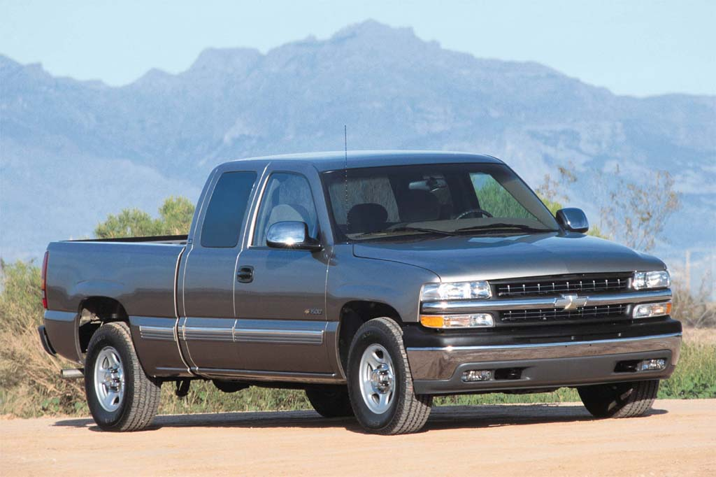 00124181990001 1999 06 chevrolet silverado consumer guide auto  at gsmportal.co