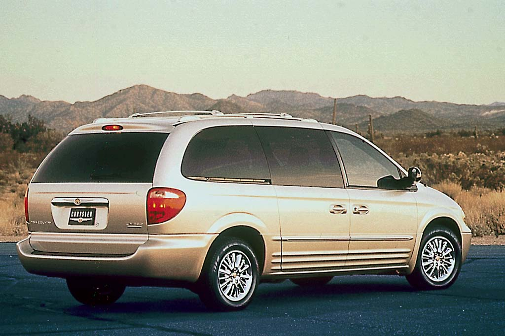 2001 04 chrysler town country consumer guide auto. Cars Review. Best American Auto & Cars Review