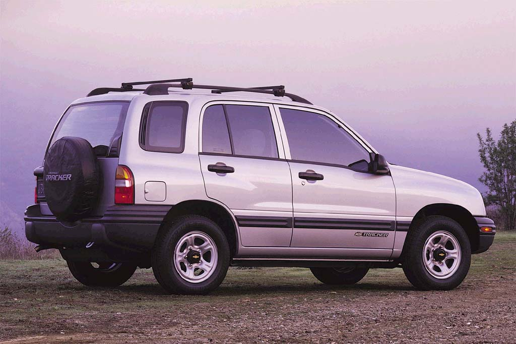 1999 04 chevrolet tracker consumer guide auto 2001 chevrolet tracker zr2 4 door wagon
