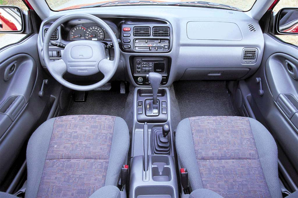 1999 04 chevrolet tracker consumer guide auto 2001 chevrolet tracker interior