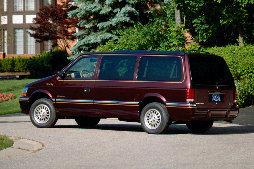 1991-95 Chrysler Town & Country | Consumer Guide Auto