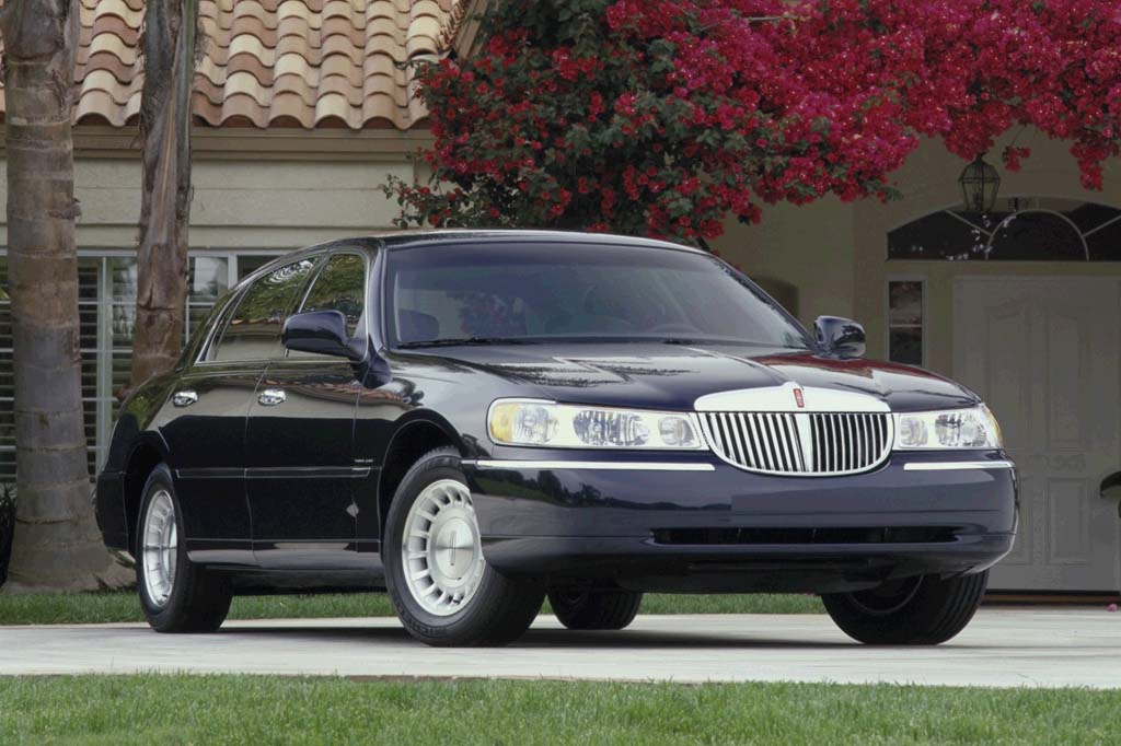1998 02 Lincoln Town Car Consumer Guide Auto