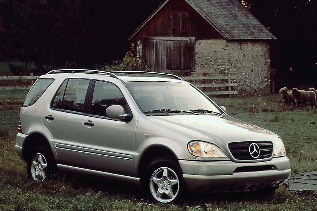 1998 05 mercedes benz m class consumer guide auto for Mercedes benz suv 2001