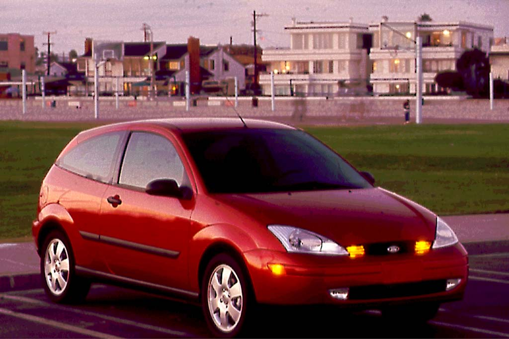 01113311990001 2000 04 ford focus consumer guide auto  at edmiracle.co