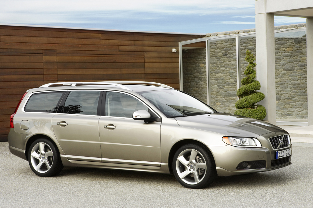 Volvo Certified Pre-Owned >> 2008-10 Volvo V70 | Consumer Guide Auto