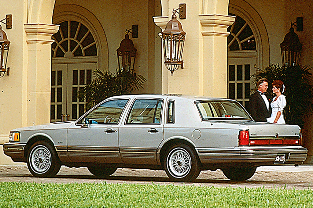 1990 97 lincoln town car consumer guide auto rh consumerguide com 1985 Lincoln Town Car 1985 Lincoln Town Car