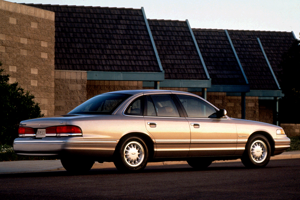 95113351991002 1992 07 ford crown victoria consumer guide auto  at gsmx.co