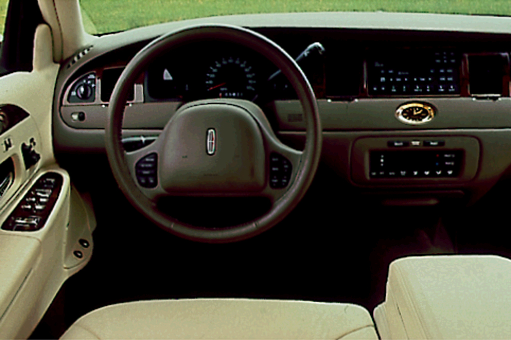 1998 02 lincoln town car consumer guide auto. Black Bedroom Furniture Sets. Home Design Ideas