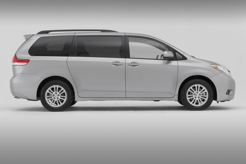 11812141990002 2011 15 toyota sienna consumer guide auto  at aneh.co