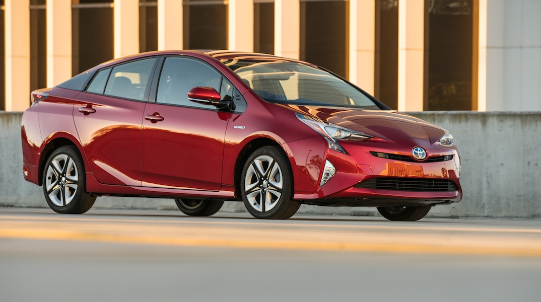2017 toyota prius best buy review