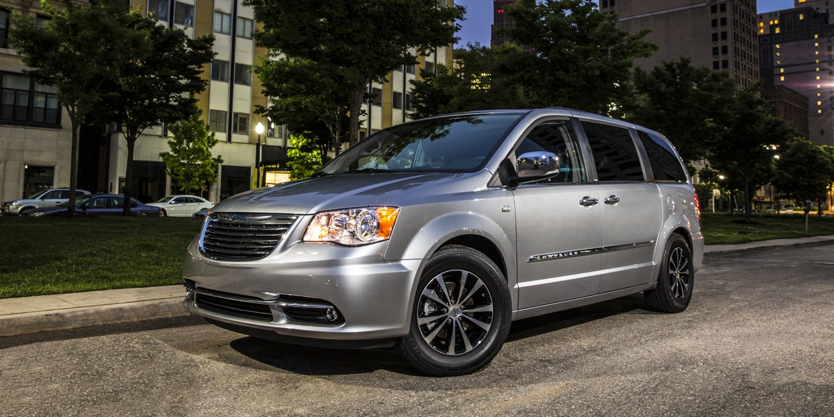 Town And Country Auto >> 2014 Chrysler Town Country Review Consumer Guide Auto