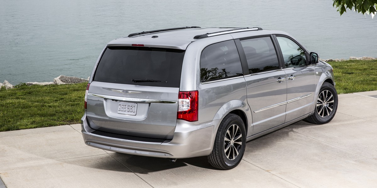2014 chrysler town country review consumer guide auto. Black Bedroom Furniture Sets. Home Design Ideas