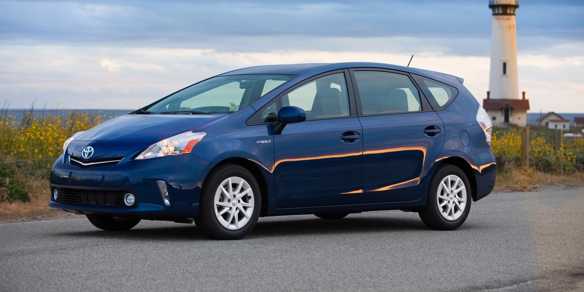 2012_Toyota_Prius_v_Two_and_Three_002
