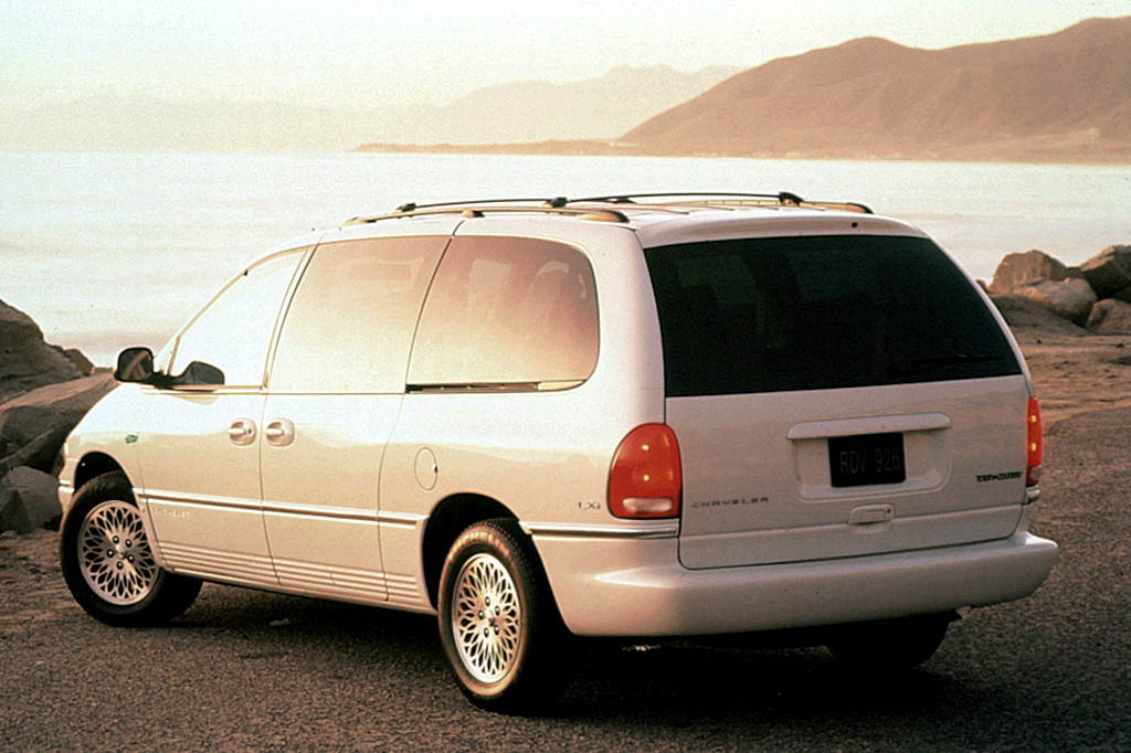 1996-00 Chrysler Town & Country   Consumer Guide Auto on