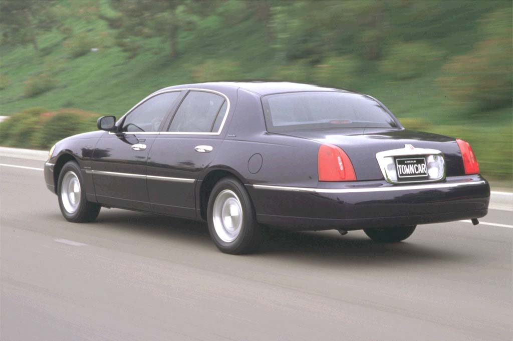 1998-02 Lincoln Town Car | Consumer Guide Auto on