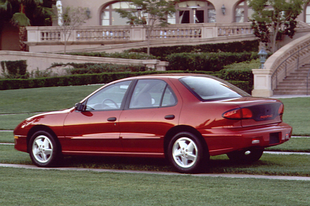 1995 pontiac sunfire se 4-door sedan