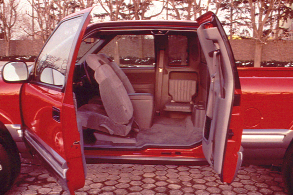 Peachy S10 Extended Cab Rear Bench Seat 1994 04 Gmc Sonoma Consumer Bralicious Painted Fabric Chair Ideas Braliciousco