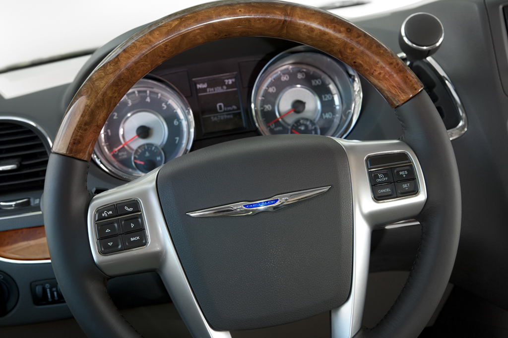 2012 Chrysler Town Country Pictures Cargurus