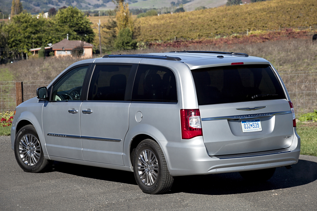 2011 chrysler town and country battery drain